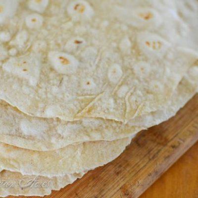 These sourdough tortillas are PERFECT! So delicious!! |www.reformationacres.com