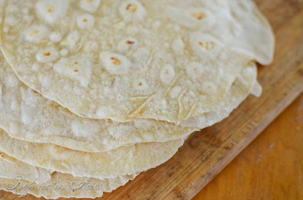 These sourdough tortillas are PERFECT! So delicious!! |www.reformationacres.com