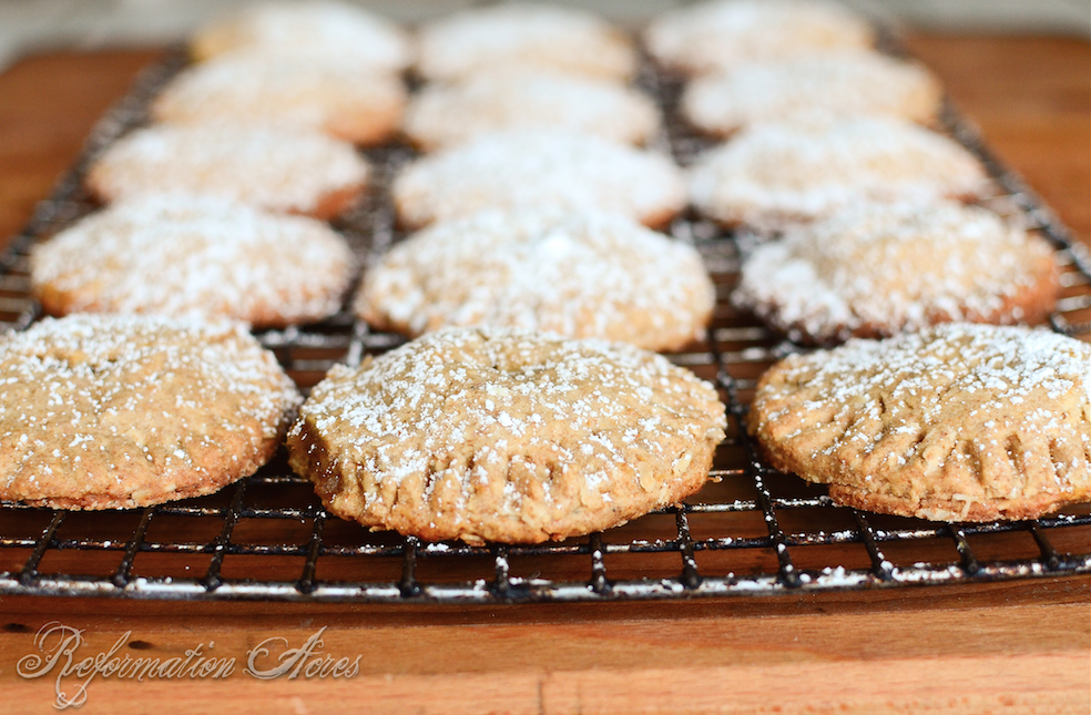 Whole Grain Pumpkin Filled Cookies- Made with whole wheat, oatmeal, honey, and a filling that tastes like pumpkin pie!