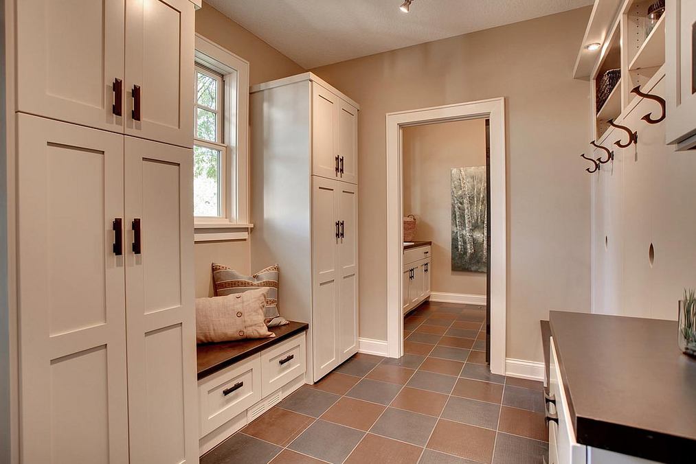 Mudroom with white background with pillows on the side