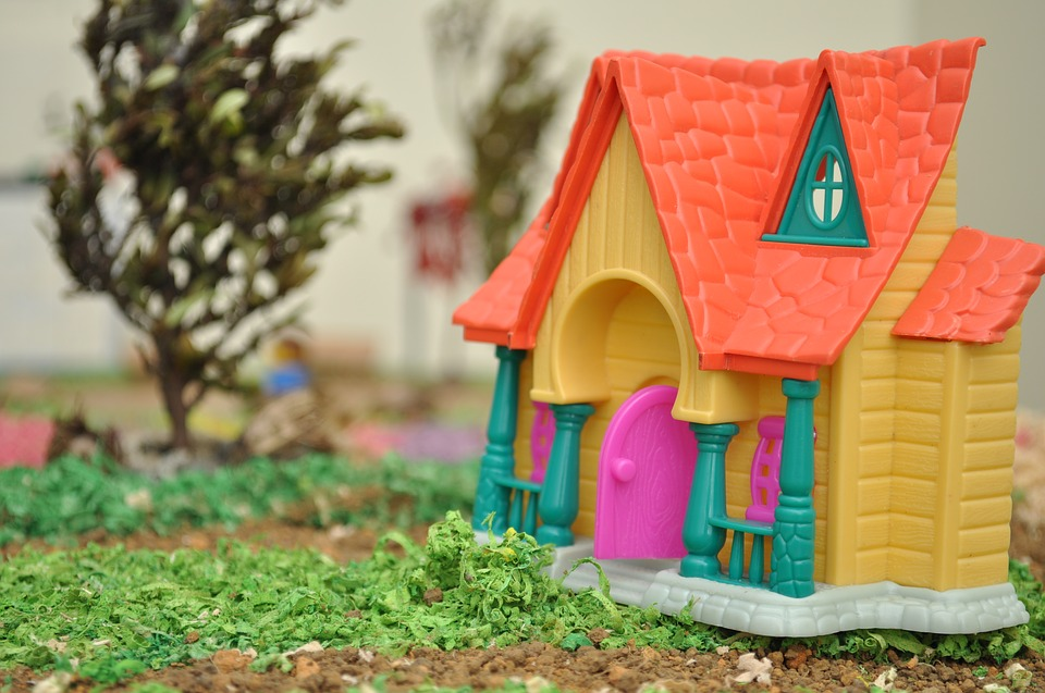 toy house cabin